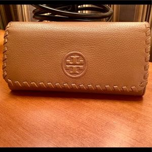 Tory Burch wallet - great color/style
